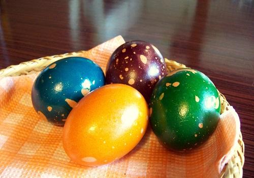 Боядисване_на_яйца_с_олио.jpg