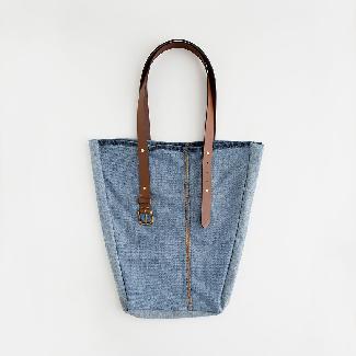 Трансформирайте старите дънки в практична дънкова чанта