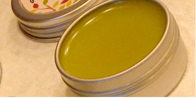 Органичен домашно приготвен балсам за напукани устни