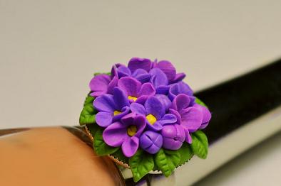 Пръстен с люлякови цветчета от полимерна глина