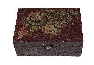 Дървена кутия за бижута ръчно декорирана-декупаж