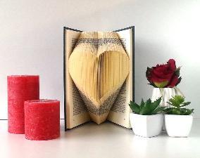 Подарък за  осми март  приятелка гадже съпруга или рожден ден - арт книга сърце