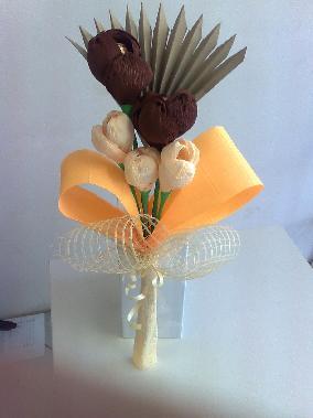Букети от хартиени цветя и бонбони