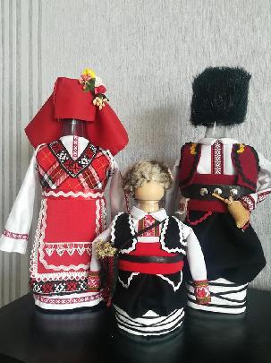 """Бутилки облечени в народна носия -  """"Тракийско семейство"""""""
