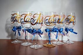 Чаши за моминско парти в цвят синьо и златно ''Букви''