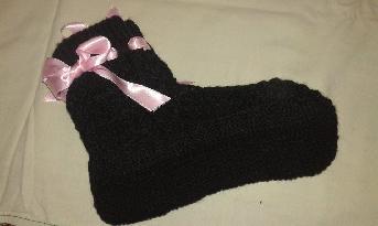 Черни плетени чорапи с аксесоар розова сатенена панделка