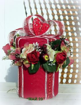Червени рози в подаръчна кутия
