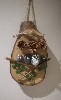 Дървена декорация с морски камъни