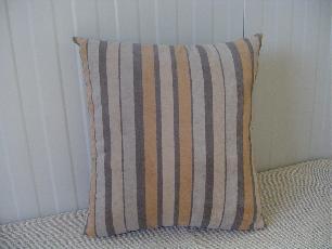 Декоративна възглавница с раета