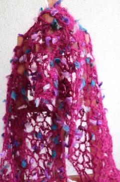 Ефирен мохерен шал в малинов цвят