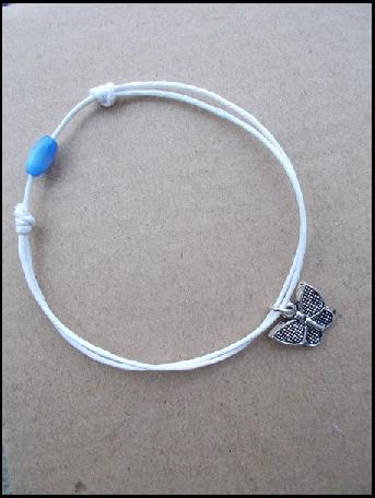Гривна амулет Пеперуда и синьо мънисто