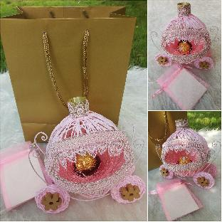 Каляска-сувенир в розово