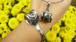 """Комплект """"Сноу"""" медальон от вилица и гривна от вилица със снежинков обсидиан"""