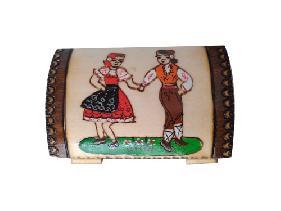Малък скрин с пирограф с български мотиви различни модели
