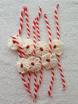 Мартеница цвете с калинка