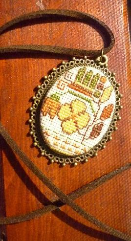 Медальон с българска шевица