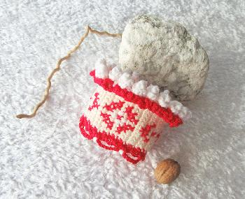 Плетена и бродирана гривна
