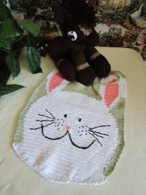 Плетено лигавче за декор на детска стая