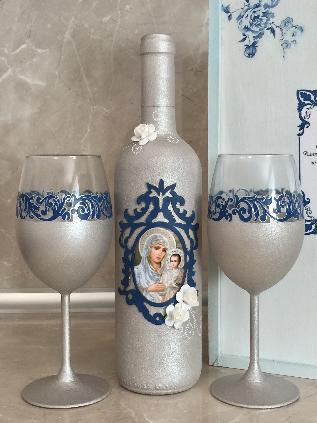 Подарък за кръстници, комплект вино и чаши в декорирана дървена кутия
