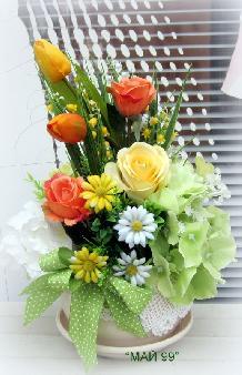 Пролетна украса в керамична чаша