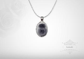 Ръчно изработен медальон от полимерна глина