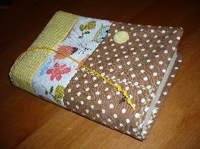 Ръчно изработен текстилен калъф за книга