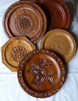Резбовани чинии