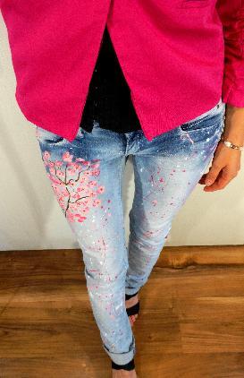 Рисувани ,напръскани дънки Cherry Blossom