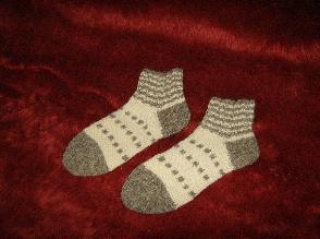 Шарени чорапи от  вълна, изплетени на ръка