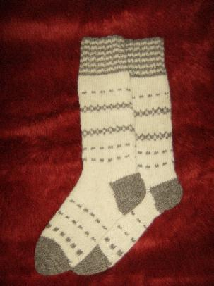 Шарени чорапи от чиста вълна, изплетени на ръка