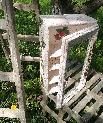 Ръчно изработен дървен шкаф, състарен и декориран с декупаж.