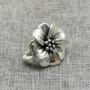 Талисман Цвете 0.990 Стерлингово Сребро с магнитна закопчалка за Колие