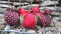 Текстилни коледни топки