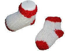 Бебешки безшевни чорапки плетени ръчно