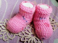 Бебешки ръчно плетени терлици тип чорапи в розово