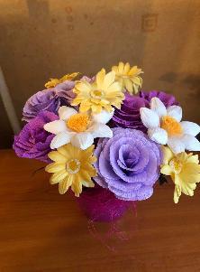 Букет с цветя 9 бр. в керамична кашпа
