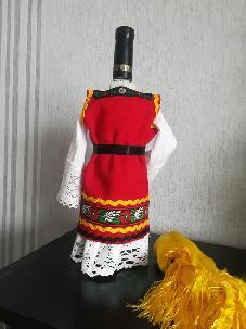 Бутилки облечени в Добруджанска народна носия