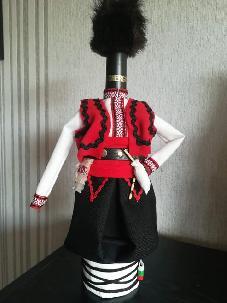 """Бутилки облечени в народна носия -  """"Семейство"""""""