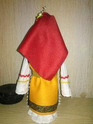 Бутилки облечени в народна носия