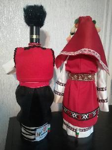 Бутилки облечени във варненска народна носия