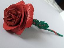 Червена роза естествена кожа