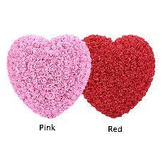 Червено сърце от рози подарък за осми март и картичка