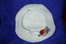 Дамска лятна шапка бяла