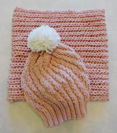Дамски комплект Розова пудра Шапка с помпон и шал-яка Розова шапка Розов шал Вълнена плетена шапка