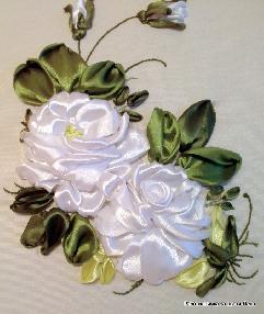 """Декоративна възглавница """"Бели рози"""""""