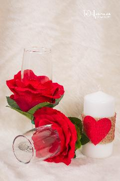 Декорирани чаши за вино