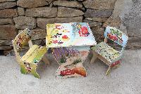 детска дърена рисувана маса с 2 стола