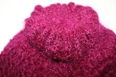 Елегантна шапка в малинов цвят