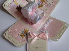 Картичка кутийка с бебешка количка