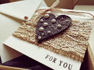 Картичка сърце и дантела